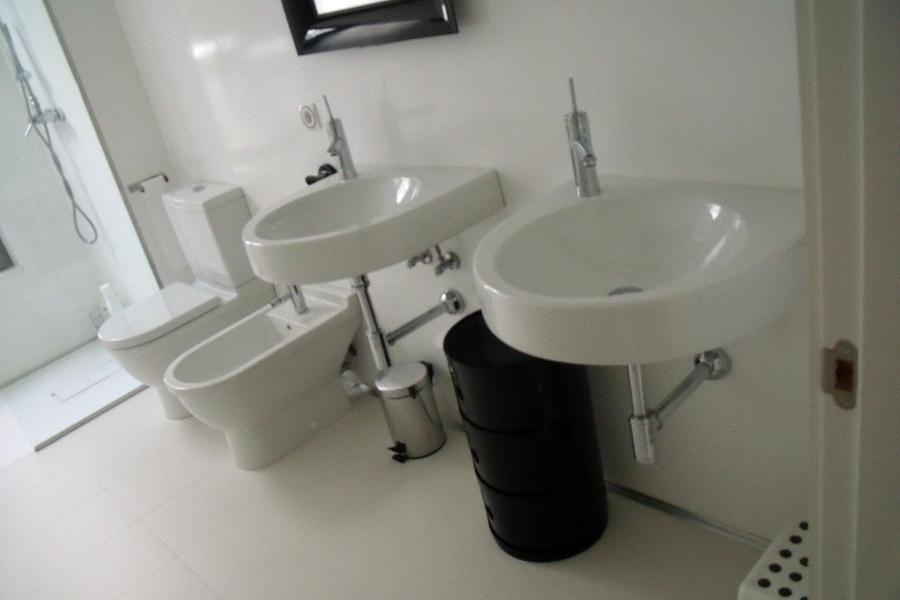 Diseño y reforma de baño en vivienda unifamiliar La Cañada 01