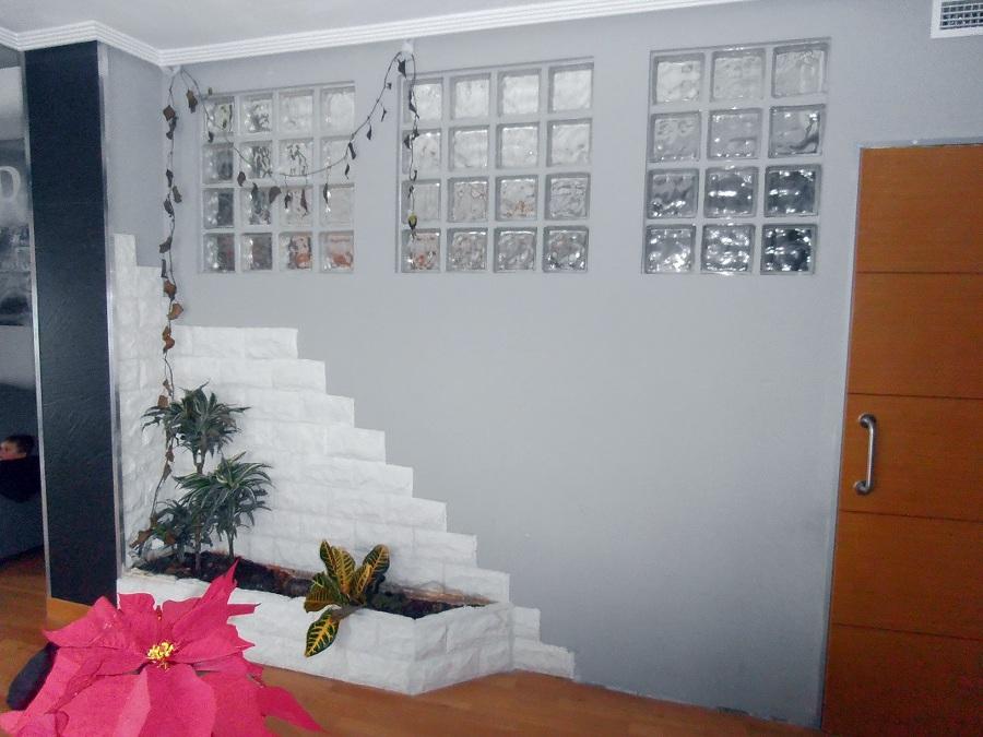 Foto divisi n entre escalera y sal n de legatab for Escaleras de salon