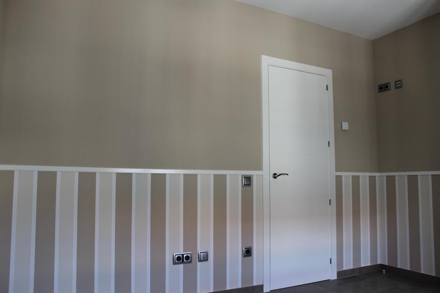 Foto dormitorio con z calo de rayas de colme decor - Pintar pared a rayas horizontales ...