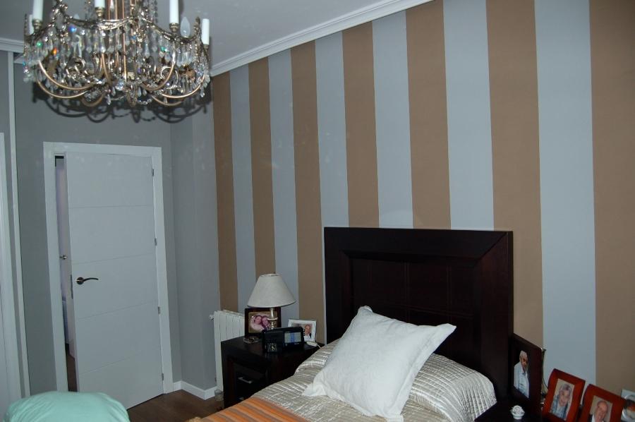 Foto dormitorio pintado a rayas de juan carlos gamella - Habitaciones pintadas con rayas ...