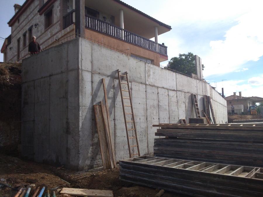 Construcción muro de hormigón armado