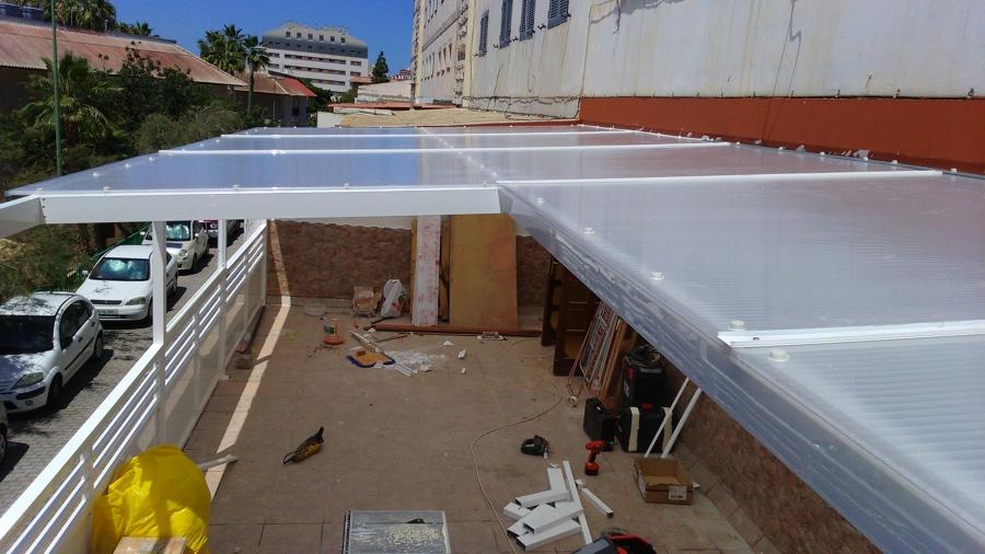 Foto techo de terraza en aluminio y planchas de for Techos de metal para terrazas