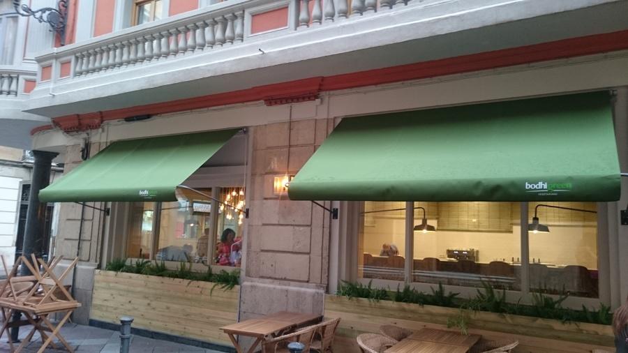Foto toldos en restaurante bodhi green vegetariano en - Toldos en pontevedra ...