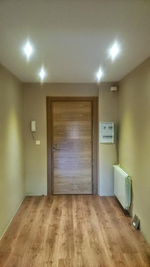 Foto puerta de acceso a vivienda de jvh proyectos y obras - Puertas de viviendas ...