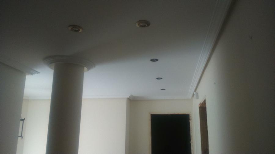 Pintura de vivienda e instalación de nuevos puntos de luz