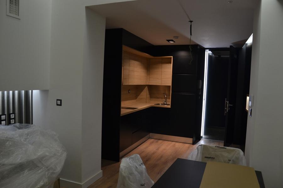 Integración de cocina en Salon-cocina en apartamento vacacional