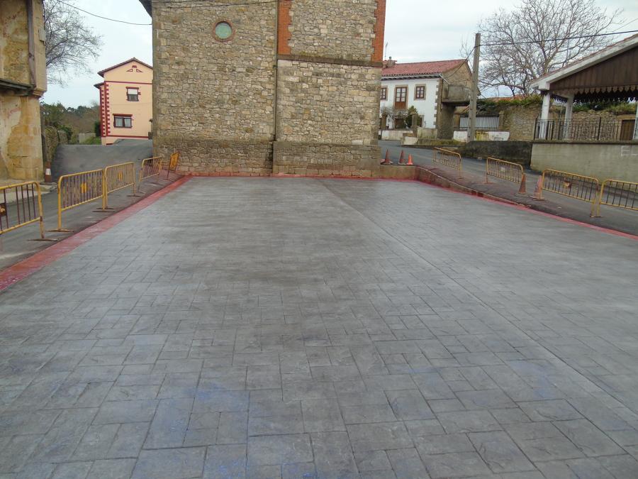 Foto plaza impreso con cenefa de pavimentos y pulidos for Hormigon impreso cordoba