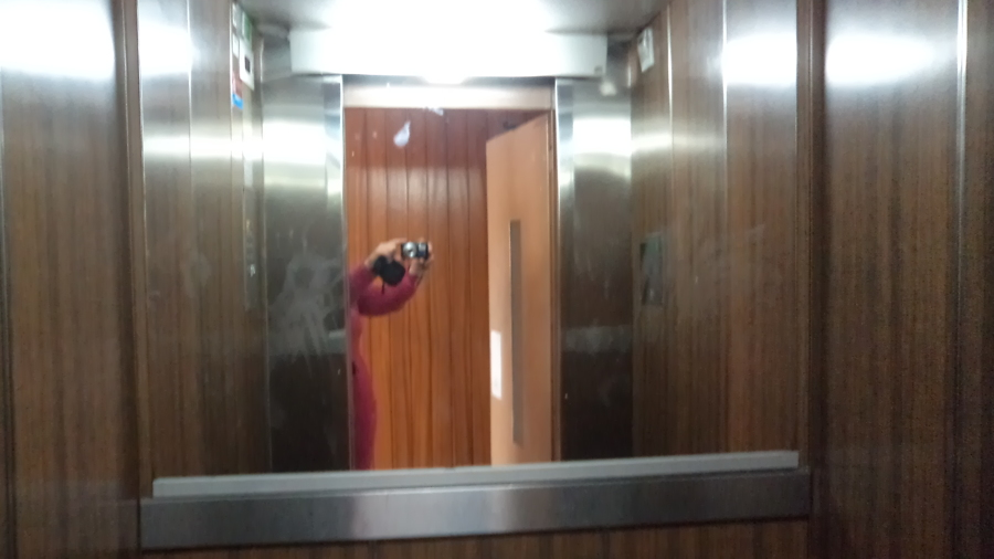 Espejo de la cabina del ascensor
