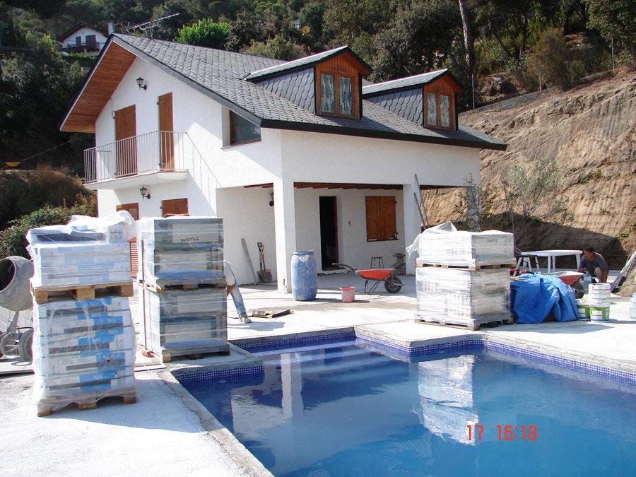 Construccion de piscina y pavimento exterior en S Cebria de Vallalta