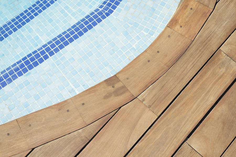 Foto restauraci n de tarima en piscina de parquets - Parquets tropicales ...