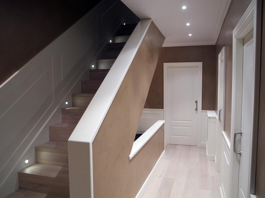 Foto detalle escalera con leds de pere le n interiorismo - Leds para escaleras ...