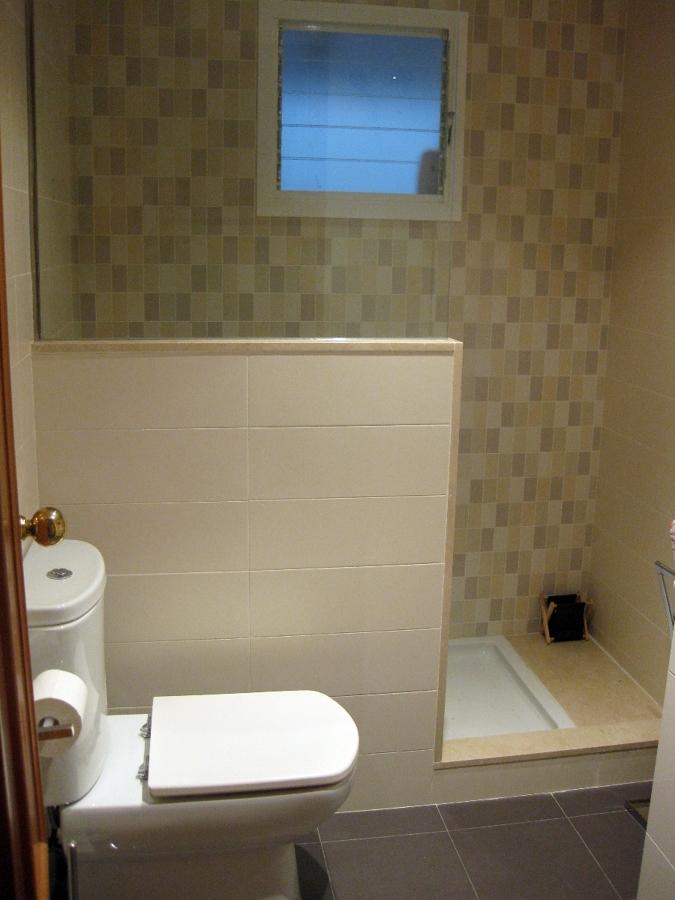 Foto ducha con murete de proydecor 349841 habitissimo for Colgadores de toallas para ducha