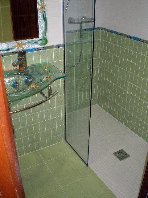 Foto ducha de obra a nivel del suelo de reformas - Suelo antideslizante para ducha de obra ...