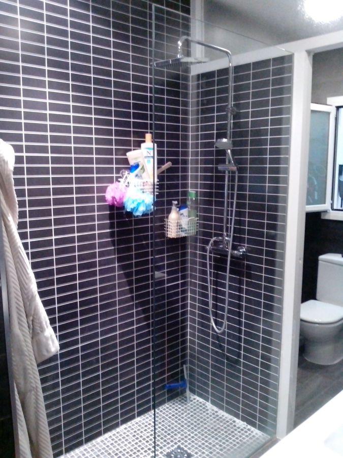 Foto ducha de obra con mampara a medida de ikosusinos for Mamparas de ducha de obra
