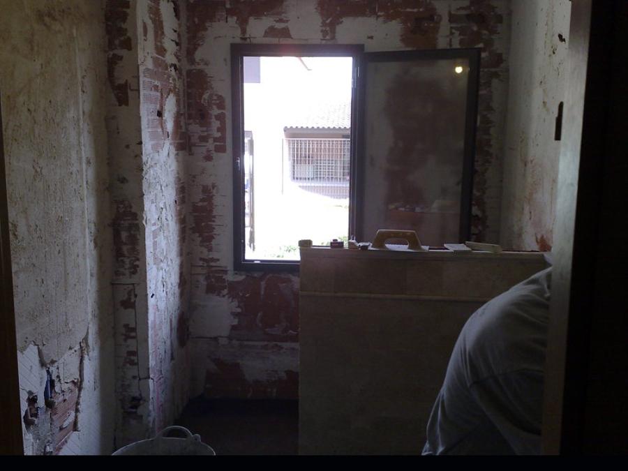 Durante reforma de baño en urb. La Almajada (Alicante)