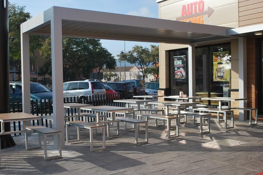 Pergola bioclimatica Burger King