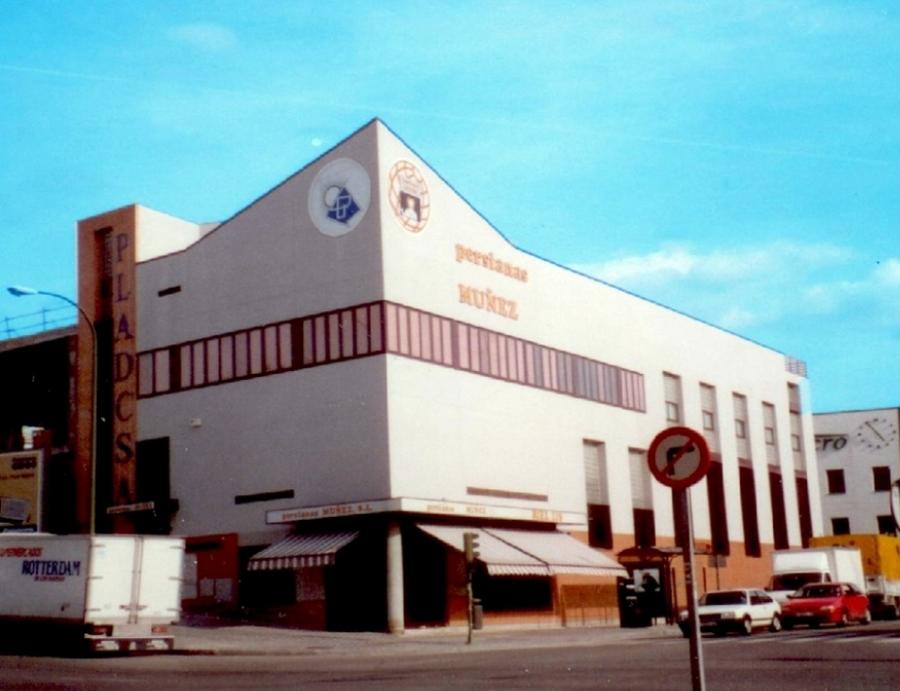 Edificio Comercial - Javier Toro Caviedes . Arquitecto