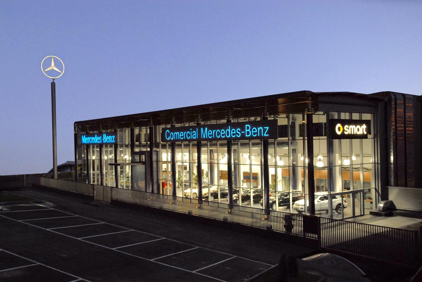 Foto edificio corporativo comercial mercedes benz sevilla for Comercial mercedes benz