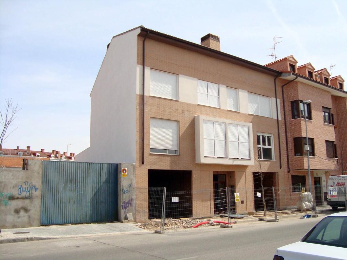 Edificio de 5 viviendas y dos locales comerciales