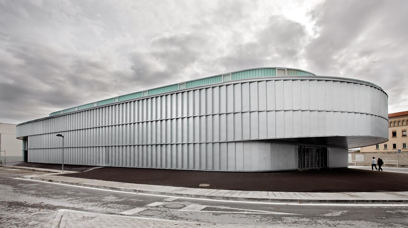 Edificio dotacional Burlada