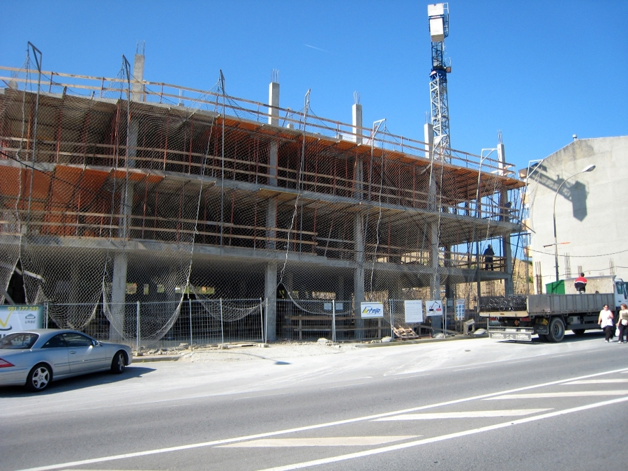Foto edificio en arteixo de troansc2 313605 habitissimo for Piscina arteixo