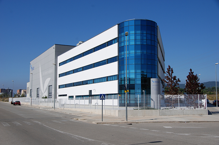 Foto edificio industrial de bald serveis i obres bso for Oficinas industriales modernas