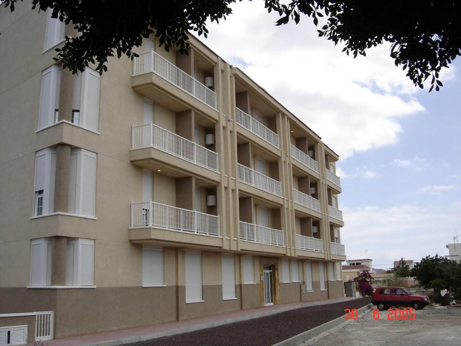 Edificio Toronjil con 32 Viviendas y Garajes
