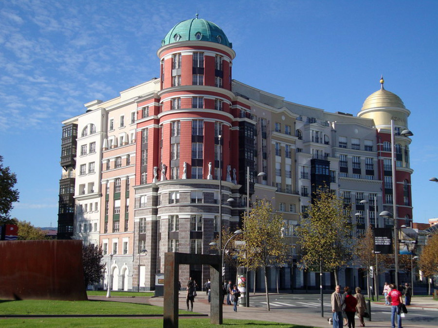 Ejecución de fachadas edificio Artklass mediante sistema SATE - Aislamiento Térmico Exterior -. Plaza de Euskadi - Bilbao (Vizcaya)