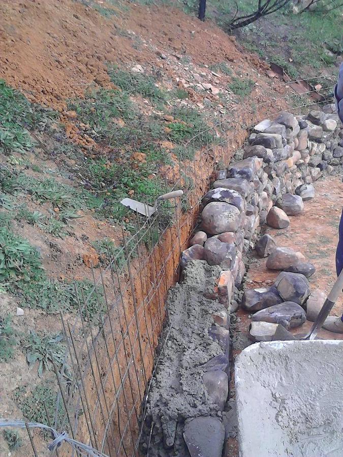 Elaboración muro canto rodado