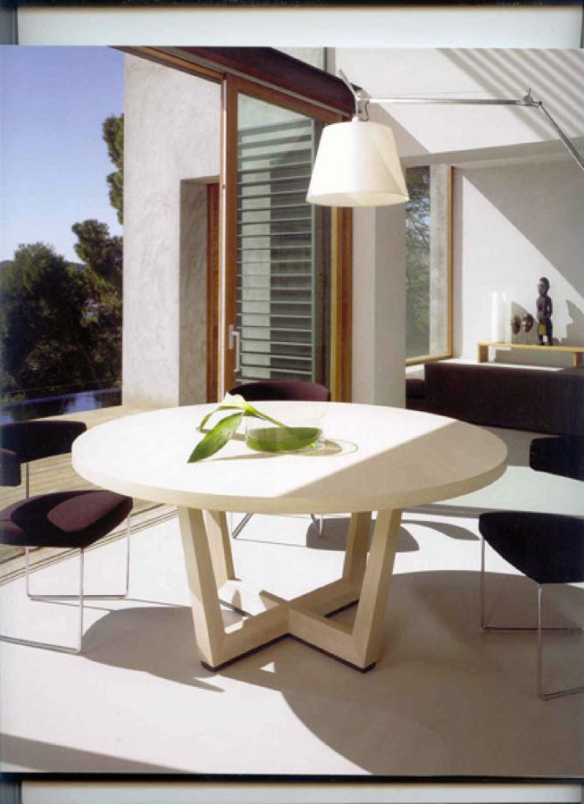 Zen Decoracion Fuenlabrada ~ Elegante mesa de lineas puras del prestigioso fabricante de mesas y