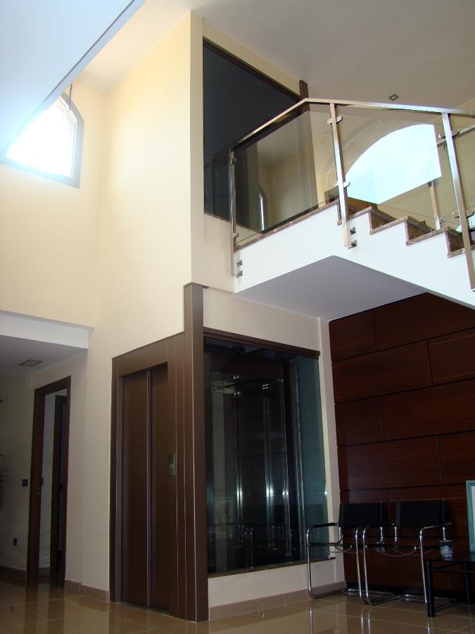 Foto elevador vertical para casas de salvaescaleras y for Elevadores salvaescaleras precios