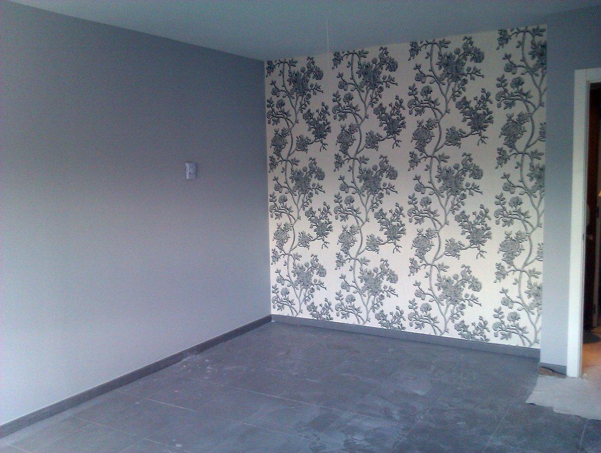 Foto empapelado con pared en tono gris de pinturas y decoraciones jopar 321817 habitissimo - Papel pared gris ...