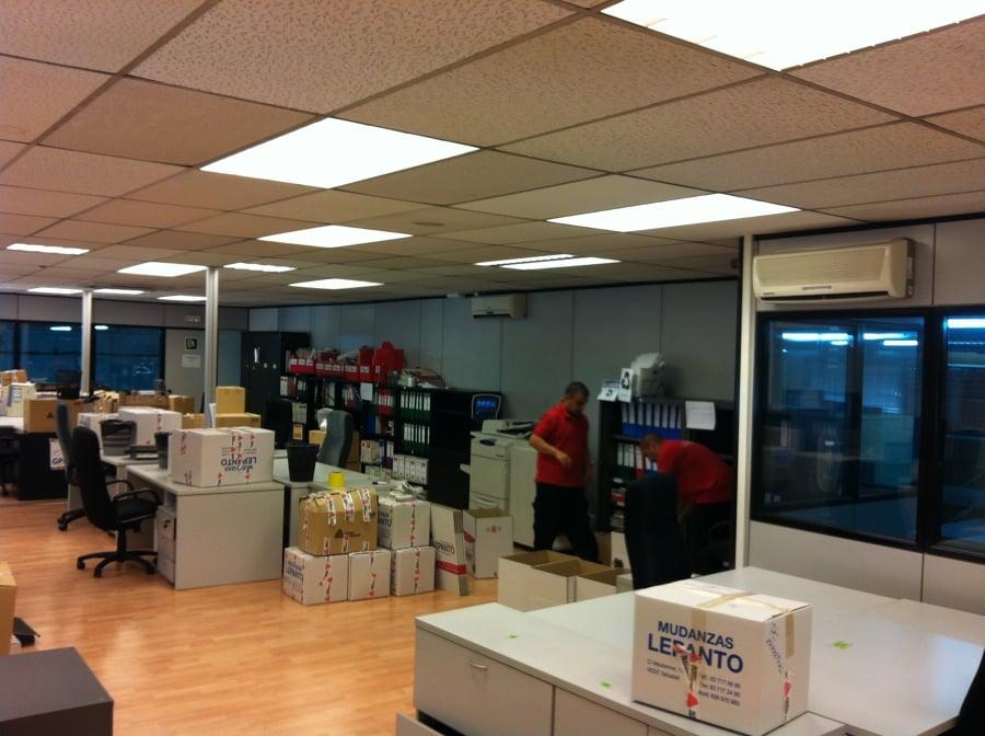 Empaquetamiento de cajas en una oficina
