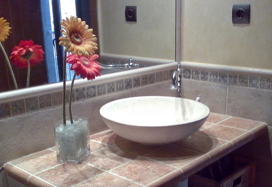 Baño Rustico De Obra:Foto: Encimera de Baño de Obra de Reformas Jorge Bardají #551800