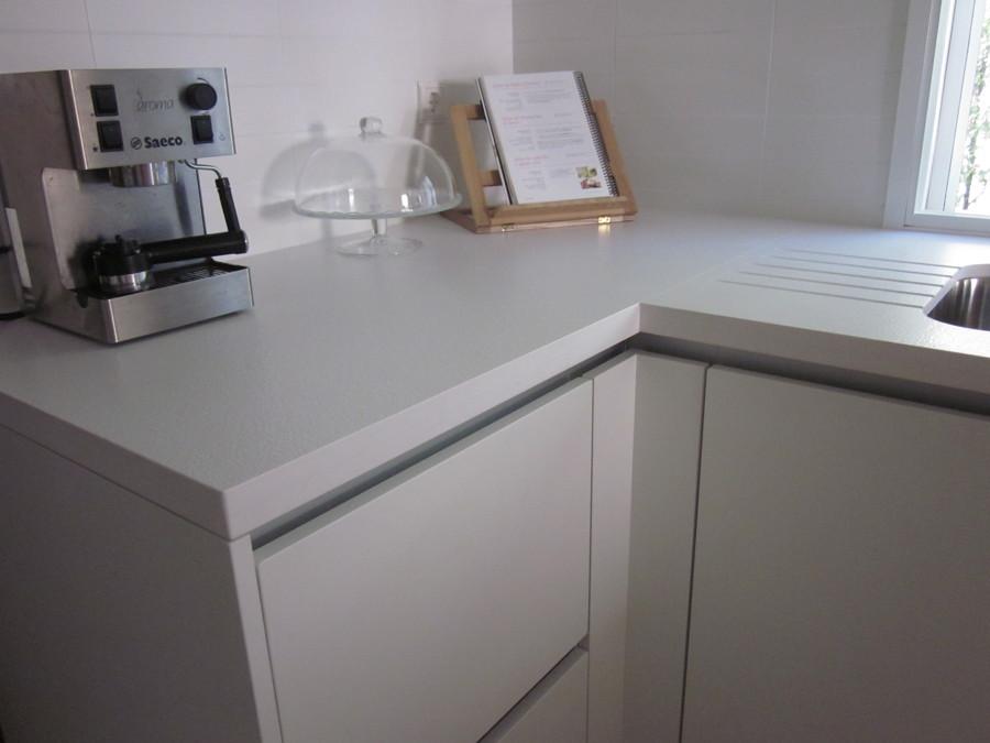 Foto encimera de cocina en silestone blanco zeus de - Cocinas de silestone ...