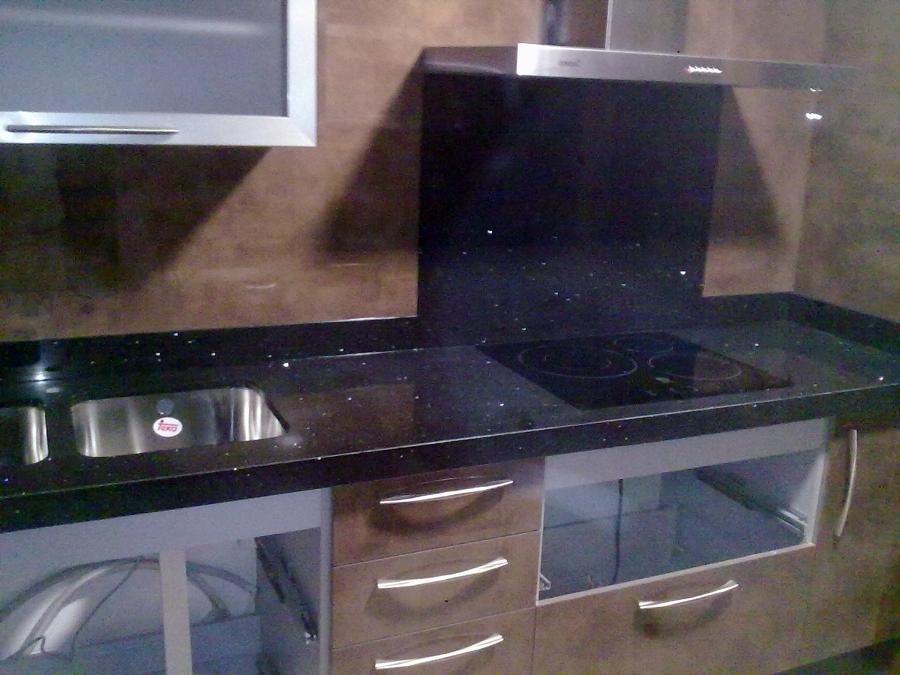 Foto encimera de granito negro zimbawe de m rmoles y for Granito negro para cocina