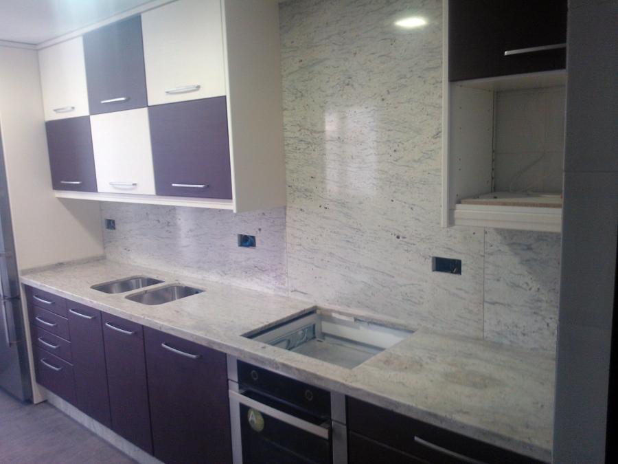 Foto encimera de granito river white de m rmoles y for Encimeras de marmol y granito precios