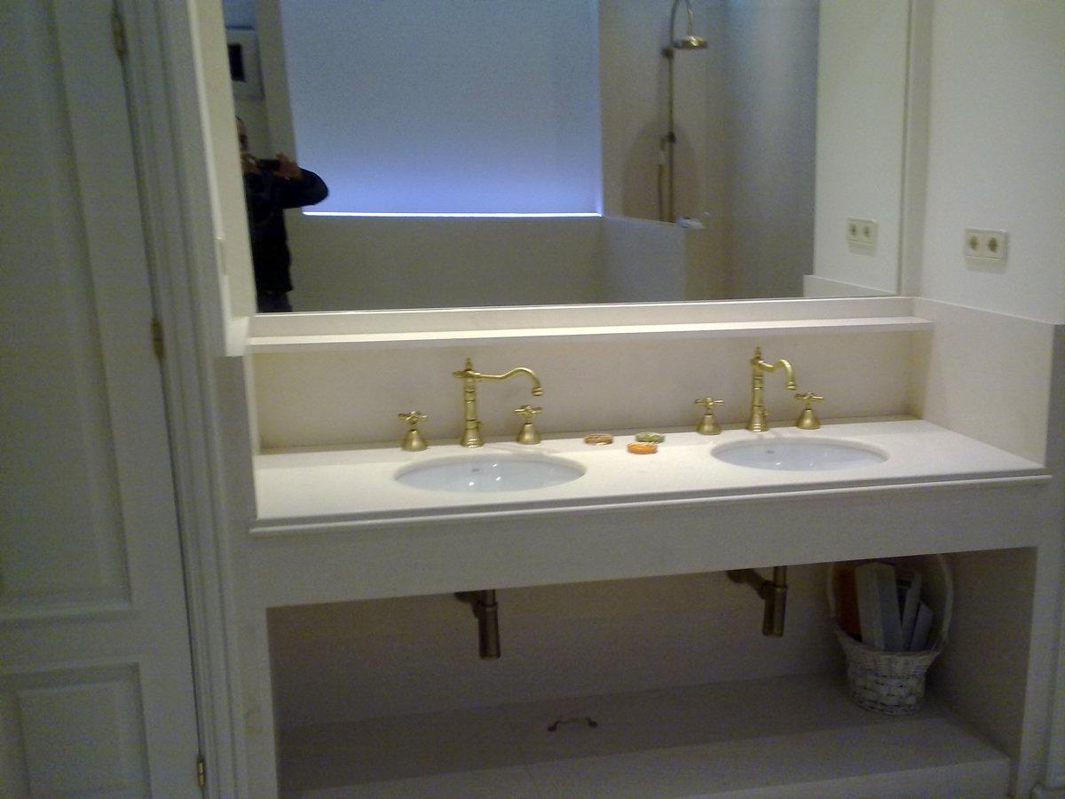 Foto encimera de marmol con 2 senos griferi retro de for Encimeras de marmol