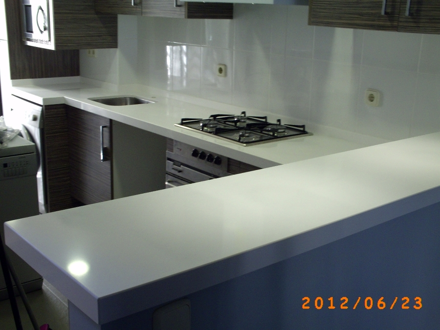 Foto encimera silestone blanco zeus 5 cm de m rmoles for Colores de granito para encimeras de cocina