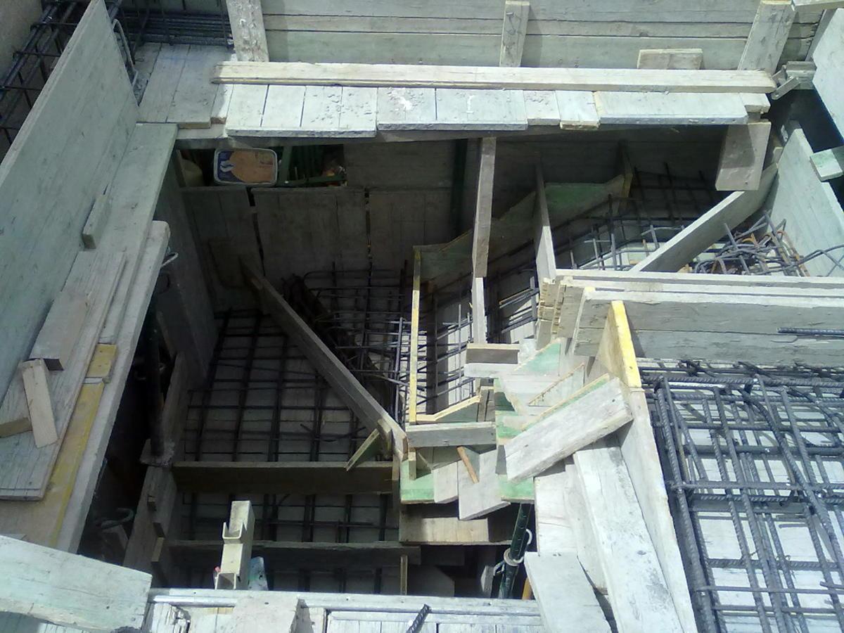 Foto encofrado escalera hormigon apelda ada in situ de for Construccion de una escalera de hormigon