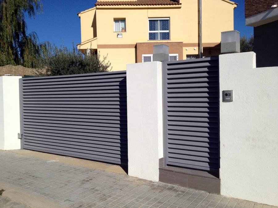 Foto entrada de chalet de espacios y proyectos 313452 habitissimo - Puertas de chalet ...