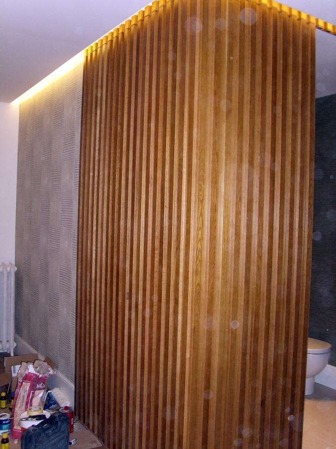 Foto entrada decorada papel pintado y madera de bricolage for Papel pintado entrada