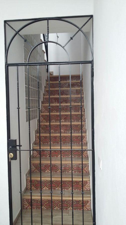 Escalera con frente de hidráulico restaurado