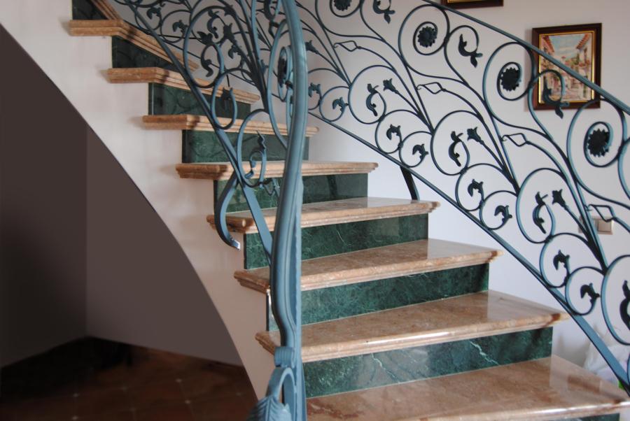 Escaleras en Mármol Rosa Zarci y Verde Indio