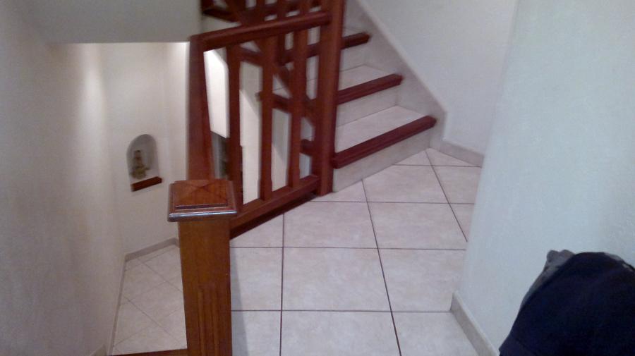 escalera con perfil de madera