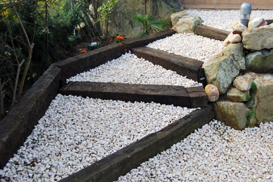 Foto escalera con traviesas de jardiner a moral 470235 for Jardineria moral barcelona