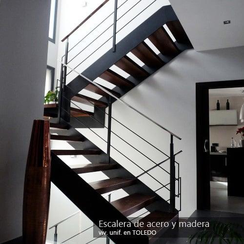 Foto escalera de acero y madera de gestiobras 191930 for Escaleras en u