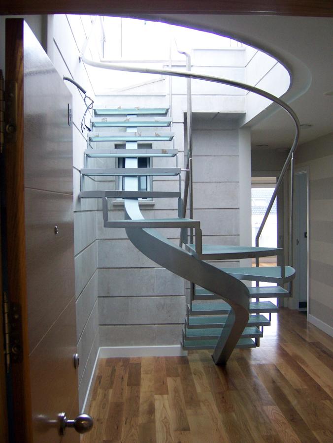 Foto escalera de caracol en acero inox de decormetal - Precio escalera de caracol ...
