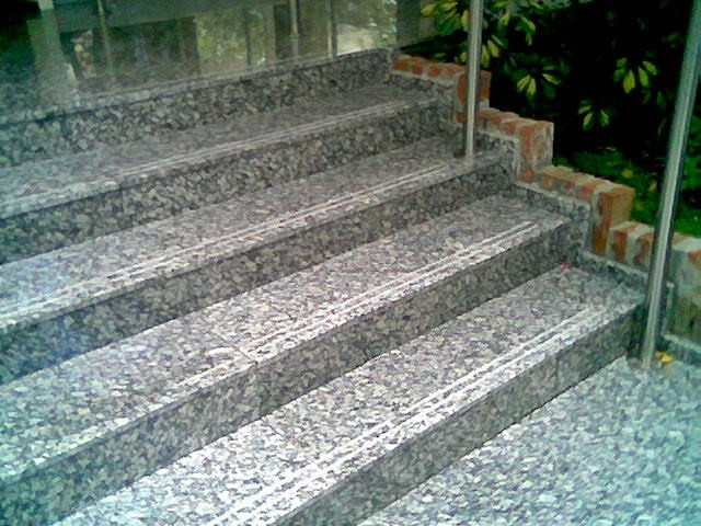 escalera de gris perla