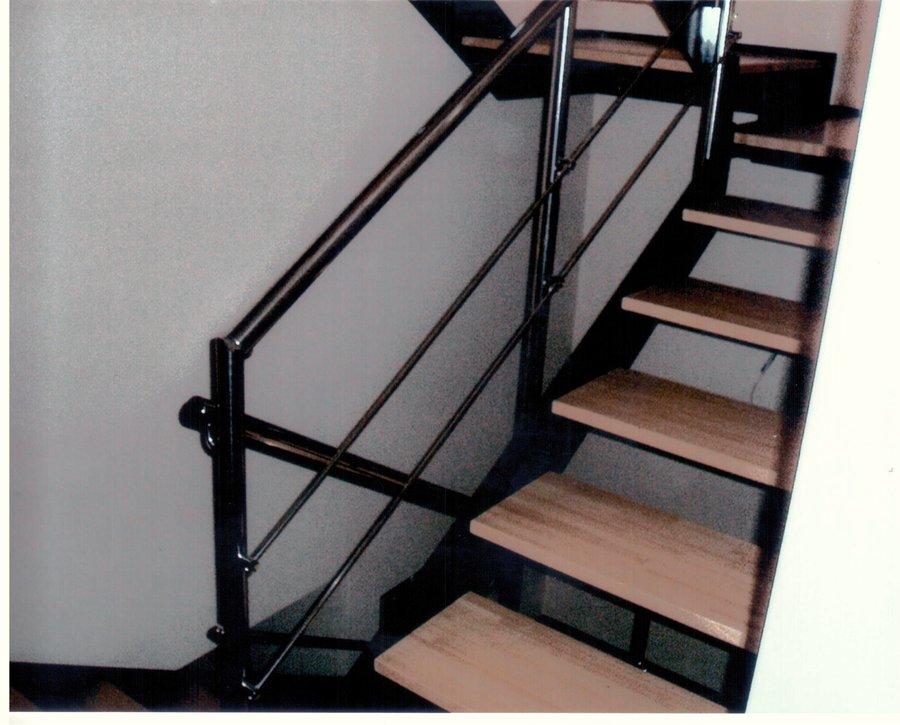 Escaleras de hierro y madera para interiores barandilla for Escalera recta de hierro y madera